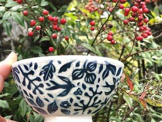 掻き落とし ご飯茶碗-鳥と南天の画像