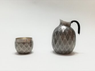 【セット販売特価】純銀/酒器セット 「長寿亀甲紋」徳利と猪口のセットの画像
