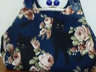 薔薇と黒猫 あおりがま口バッグ ネイビーの画像