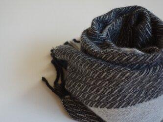 手織りカシミアマフラー・・モノトーンのワンストライプの画像