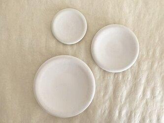 柔らかな白 直径20cm プレート皿 陶器の画像