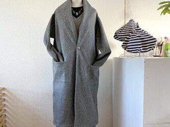 変わり衿のアウトポケット付きコート ロング丈 Lサイズの画像