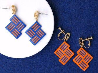 片耳0.5gリバーシブル『Stitch』Blue&Orange : 軽い・痛くなりにくい紙のイヤリング [ピアス可]の画像