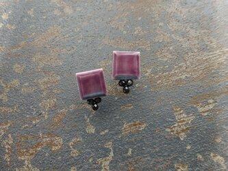 スクエアとblack spinelのピアス(紫)の画像