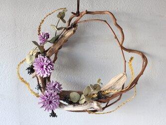 【鹿革の花かざり】ダリアとユーカリのリースの画像