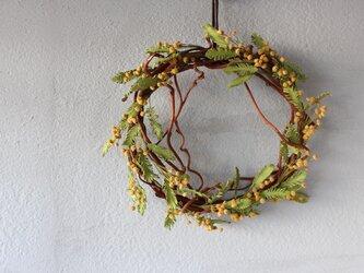 【鹿革の花かざり】ミモザのリースの画像