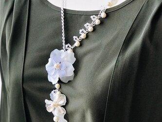 <送料無料>スワロフスキー&コットンパール シックなお洋服が華やかに! 揺れるフラワーネックレス Xmas・パーティーにも!の画像