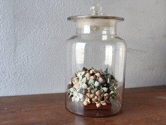 【鹿革の花かざり】ガラスボトルのアジサイの画像