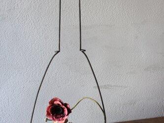 【鹿革の花かざり】ランプ台のアネモネの画像