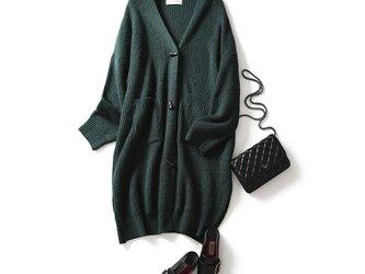 大人の魅力を惹き立てるウール素材ニットロングカーデ ドグルボタン ジャグルグリーン201104−1の画像