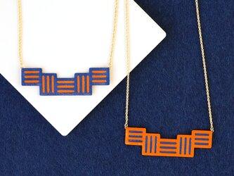 リバーシブル『Stitch』Blue&Orange : 軽い紙のネックレス, ペーパージュエリーの画像