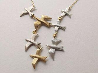 鳥の群れⅢ flock of birds【チェーンK10/金色】 受注製作 送料無料⁂Gift⁂大好きな人へ~自分へのご褒美に~の画像