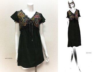 【1点もの・デザイン画付き】グリーンコーデュロイ&ゴブラン織り切り替えシャーリングワンピース(KOJI TOYODA)の画像