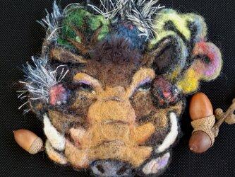 夢想するイボイノシシ ブローチの画像