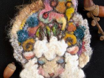 夢想する羊 ブローチの画像