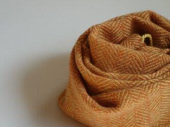 手織りミニカシミアマフラー・・みかん色のヘリンボーンの画像