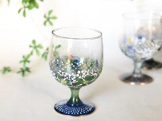 小さなワイングラス・鱗と刺繍のよう・ブルーの画像