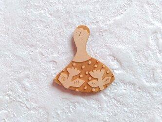 花とひと・メイプルのブローチの画像