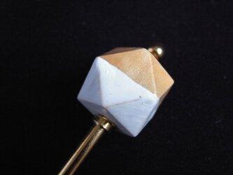 かんざし 木製の多角形ビーズ 白の画像
