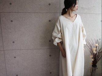 秋冬厚地国産ダブルガーゼ 裾ラウンドAラインワンピース (生成り)の画像