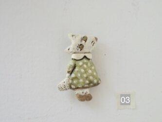 水玉ワンピの白おおかみのブローチ 03の画像