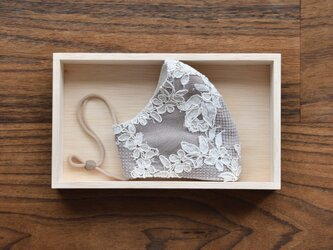 フランス製リバーレース×リネンのエレガントなレイヤード 立体布マスク(女性用ふつう)の画像