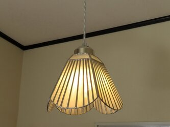 淡いピンクホワイトのストライプのお花(ステンドグラスペンダントライト)吊り下げ照明・ガラス  Lサイズ・45の画像
