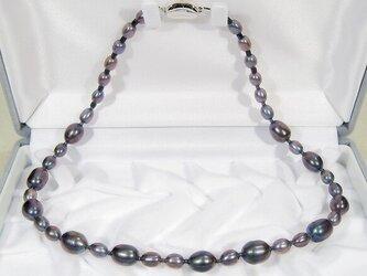 9.0-5.5mm本真珠(淡水)とSV925のネックレス(ダークトーン、メタリック・パープル、ロジウム、ビーンズ型)の画像