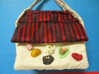 お菓子の家バッグの画像
