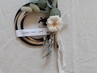 フレンチマリアンヌと黒水引の正月飾り (プリザーブドフラワードライフラワーグリーン アンティーク ギフト)の画像