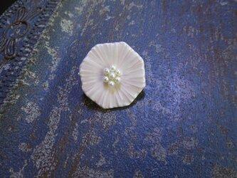 花のbroach(ミヤコワスレ)淡水パール花芯+薄桃色の画像