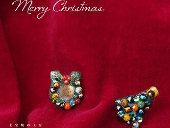 [受注制作]クリスマスツリー&リースの七宝焼ピアスの画像