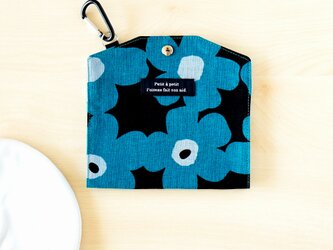 拭き取りOK!予備マスクも入るマスクケース(北欧調花柄ブルー系・ポケットなし)の画像