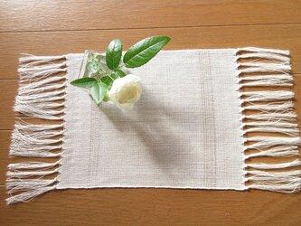 真っ白の、手織り麻の花瓶敷 (5)の画像