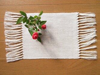 真っ白の、手織り麻の花瓶敷 (6)の画像