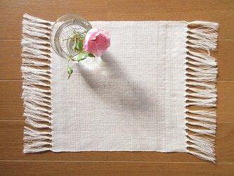 真っ白の、手織り麻の花瓶敷 (7)の画像