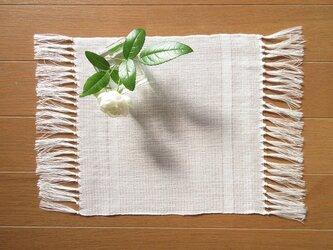 真っ白の、手織り麻の花瓶敷 (9)の画像