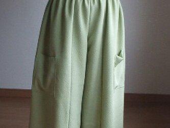 モスグリーンが爽やかな色無地からワイドパンツ 絹の画像
