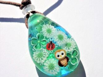 《幸せクローバー》ペンダント ガラス とんぼ玉 四つ葉のクローバー てんとう虫 フクロウの画像