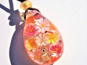 《夕焼けコスモス》ペンダント ガラス とんぼ玉 コスモス トンボ クマ ハリネズミの画像