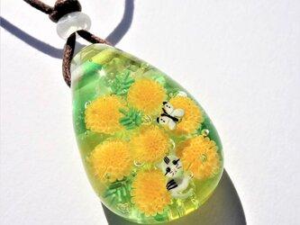 《ミモザとねこ》ペンダント ガラス とんぼ玉 ミモザ ネコ ちょうちょの画像
