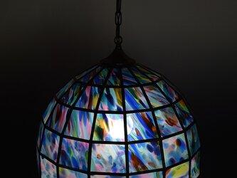 マルチカラーのランプシェードの画像