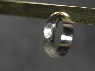 つや消し槌目 シルバープレーンフープピアス 5.0mm幅 マットハンマー|SILVER PIERCE|384の画像