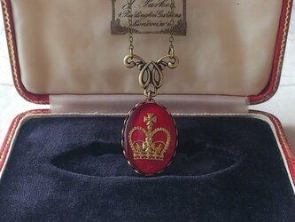 ヴィンテージ Burgundy-Crown(25×18㎜)真鍮古美クラシカルネックレスの画像