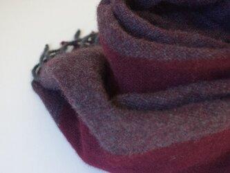 手織りカシミアマフラー・・ボルドーのワンストライプの画像