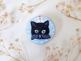 猫ねこブローチシリーズ(雪だるまの黒猫) せきそ粘土の画像