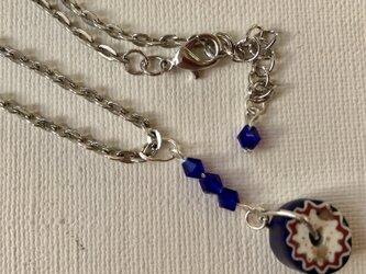 ミルフォリオと青のガラスビーズのペンダントの画像