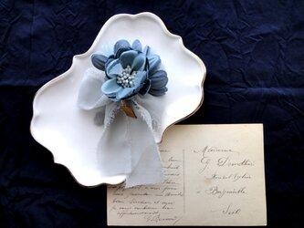 プチブーケのコサージュ ■ ブートニア ■ ブルーの画像