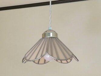 ペールピンクのお花(ステンドグラスペンダントライト)吊り下げ照明・ガラス  M~Lサイズの画像