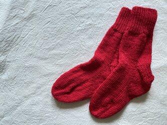 手編みの靴下 赤ピンクの画像